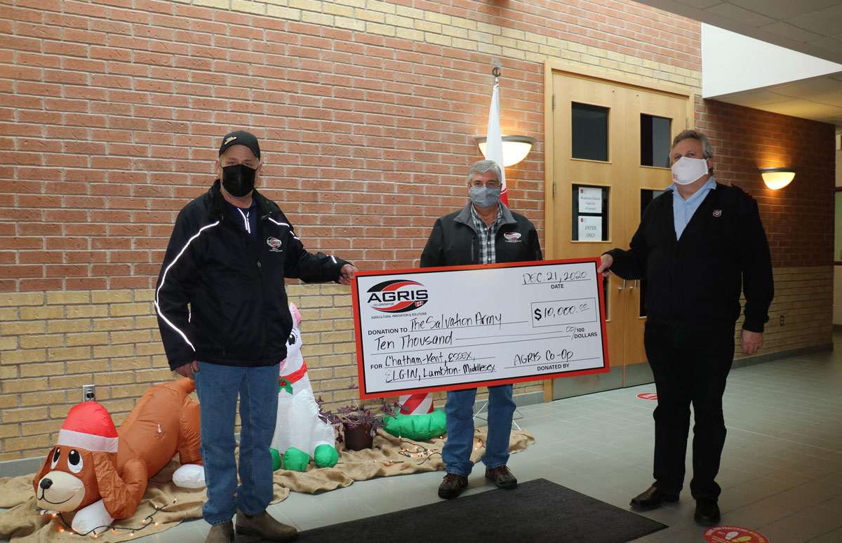 AGRIS_Co-operative_$10K_Donation_SalvationArmy_RedKettleCampaign_1200px.jpg
